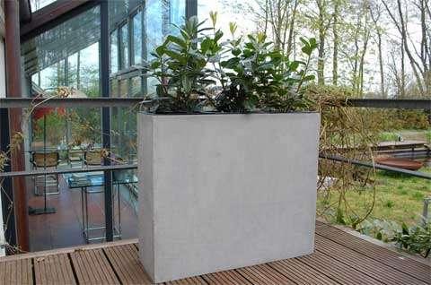 leicht und trendy pflanzk bel aus fiberglas im beton design. Black Bedroom Furniture Sets. Home Design Ideas